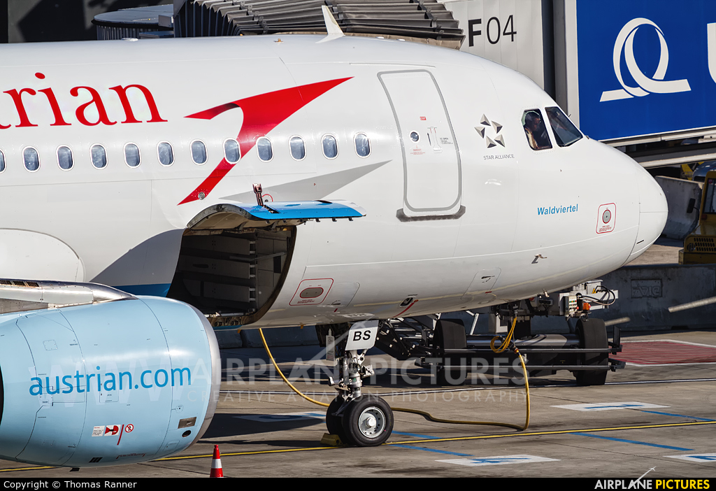 Austrian Airlines/Arrows/Tyrolean OE-LBS aircraft at Vienna - Schwechat