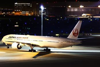 JA735J - JAL - Japan Airlines Boeing 777-300ER