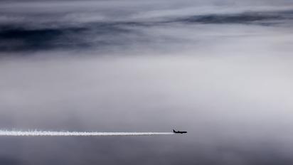 - - United Airlines Boeing 767-300ER