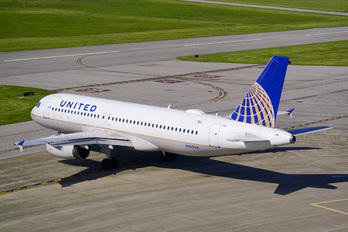 N465UA - United Airlines Airbus A320