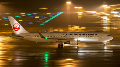 JA620J - JAL - Japan Airlines Boeing 767-300ER