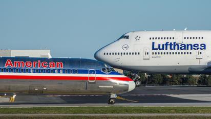N955U - American Airlines McDonnell Douglas MD-82
