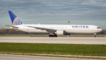 N76054 - United Airlines Boeing 767-400ER