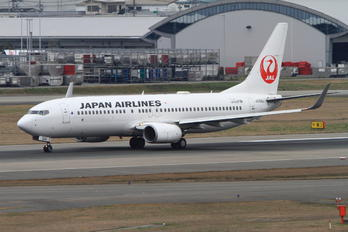 JA324J - JAL - Japan Airlines Boeing 737-800
