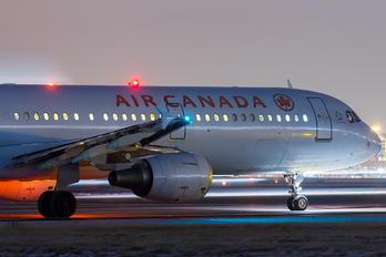 C-GIUE - Air Canada Airbus A321