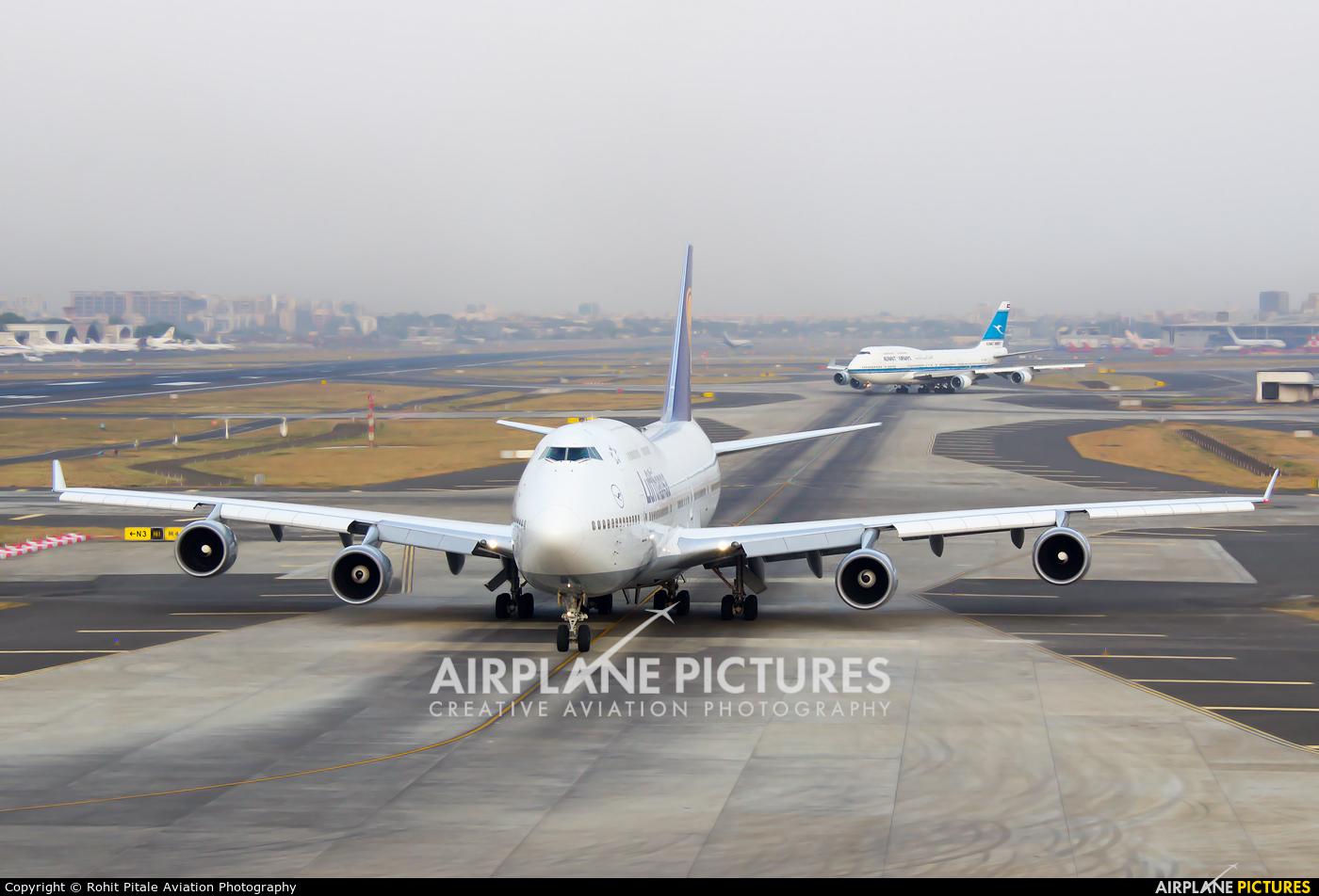 Boeing 747400 Photos  AirplanePicturesnet