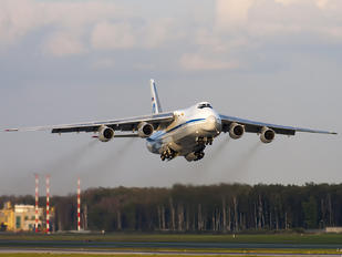 RA-82030 - 224 Flight Unit Antonov An-124