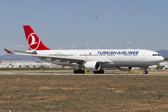 TC-JIS - Turkish Airlines Airbus A330-200