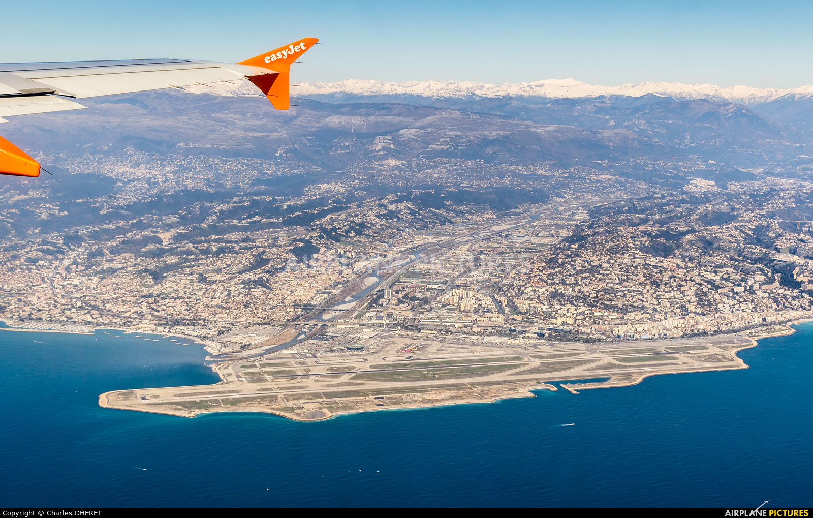 - Airport Overview - aircraft at Nice - Cote d