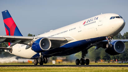 N851NW - Delta Air Lines Airbus A330-200