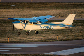 N98954 - Private Cessna 172 Skyhawk (all models except RG)