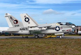 153135 - USA - Navy LTV A-7B Corsair II