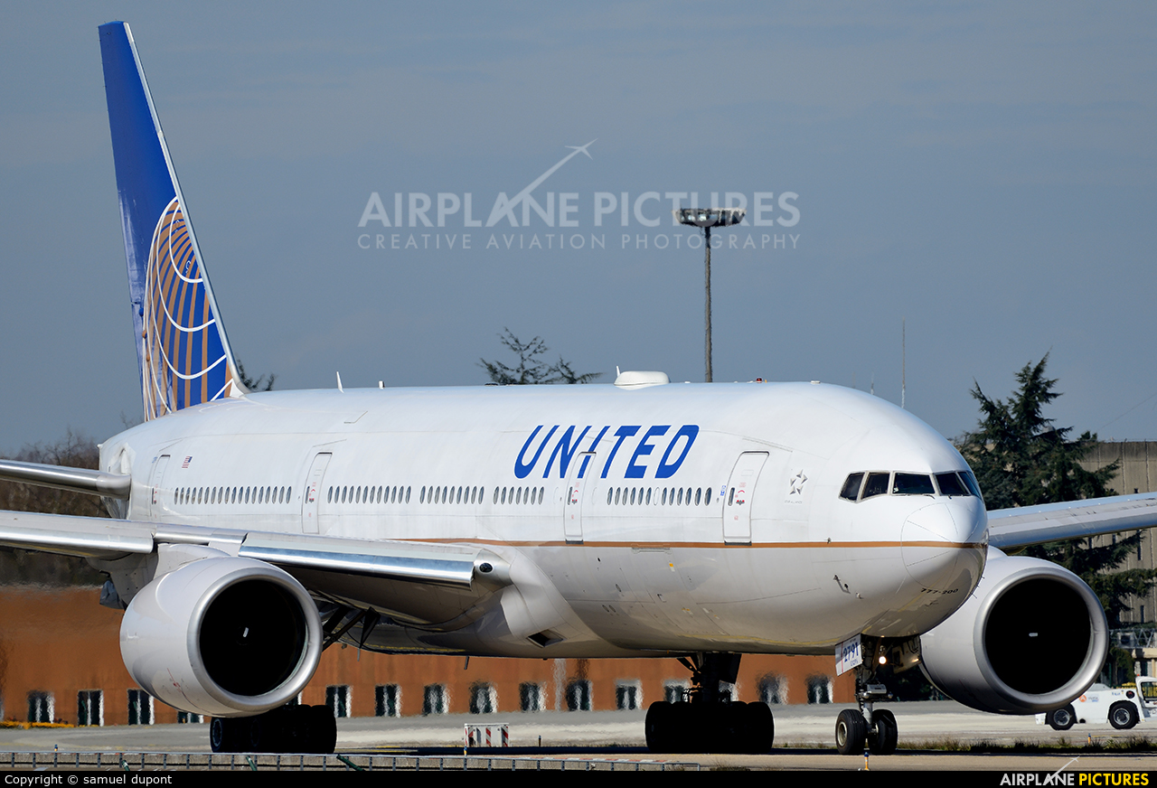United Airlines N791UA aircraft at Paris - Charles de Gaulle