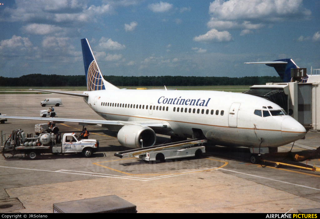 Continental Airlines N14735 aircraft at Houston - George Bush Intl
