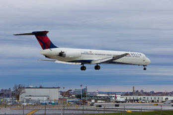 N918DL - Delta Air Lines McDonnell Douglas MD-88