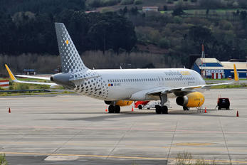 EC-MGE - Vueling Airlines Airbus A320