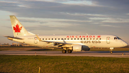C-FEKS - Air Canada Express Embraer ERJ-175 (170-200)