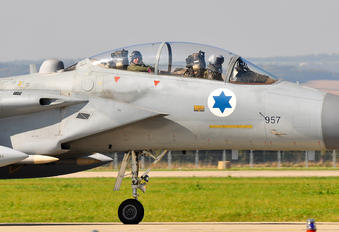 957 - Israel - Defence Force McDonnell Douglas F-15D Eagle
