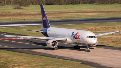 N913FD - FedEx Federal Express Boeing 757-200F