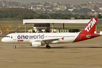 PR-MYF - TAM Airbus A320