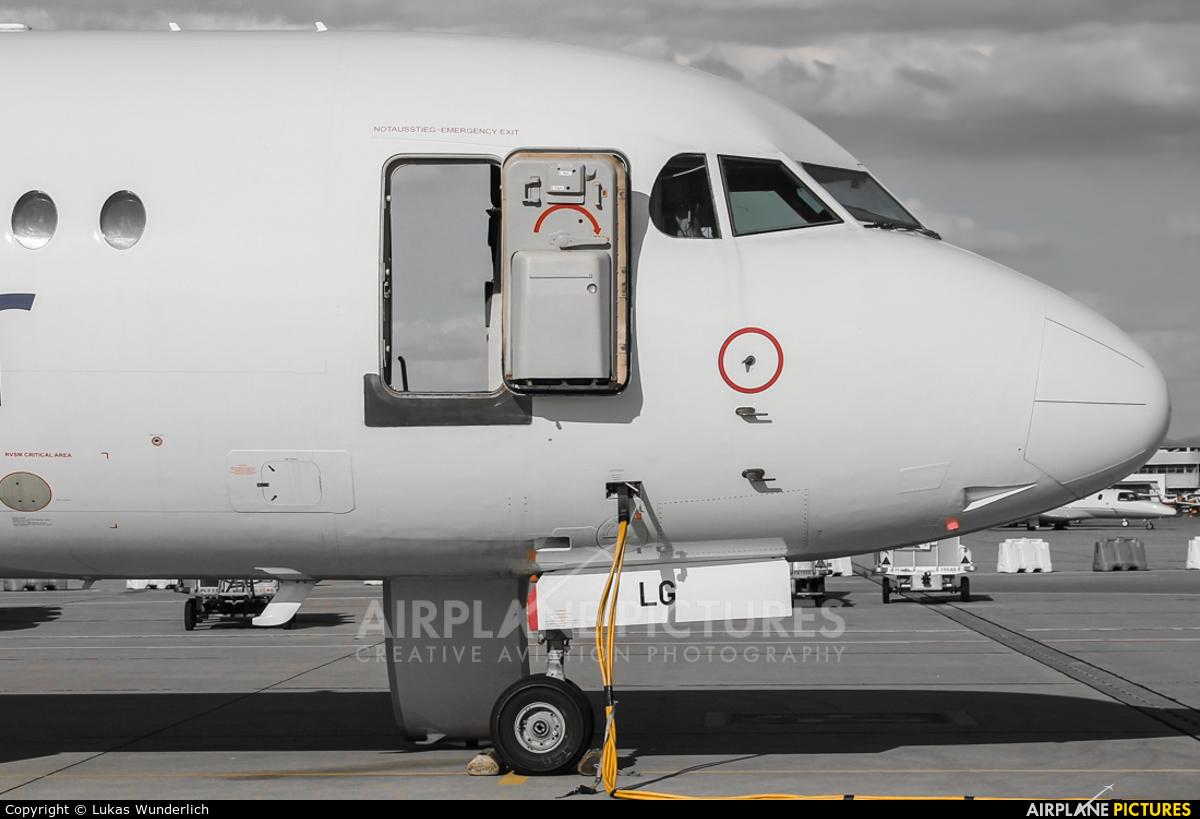 AvantiAir D-AOLG aircraft at Stuttgart