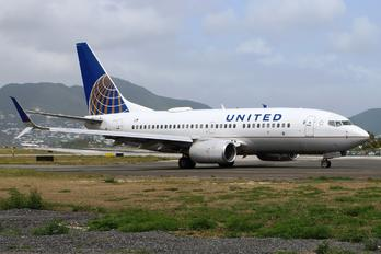 N27733 - United Airlines Boeing 737-700