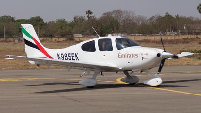 N985EK - Emirates Airlines Cirrus SR22