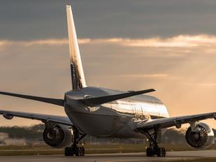 N777UA - United Airlines Boeing 777-200ER