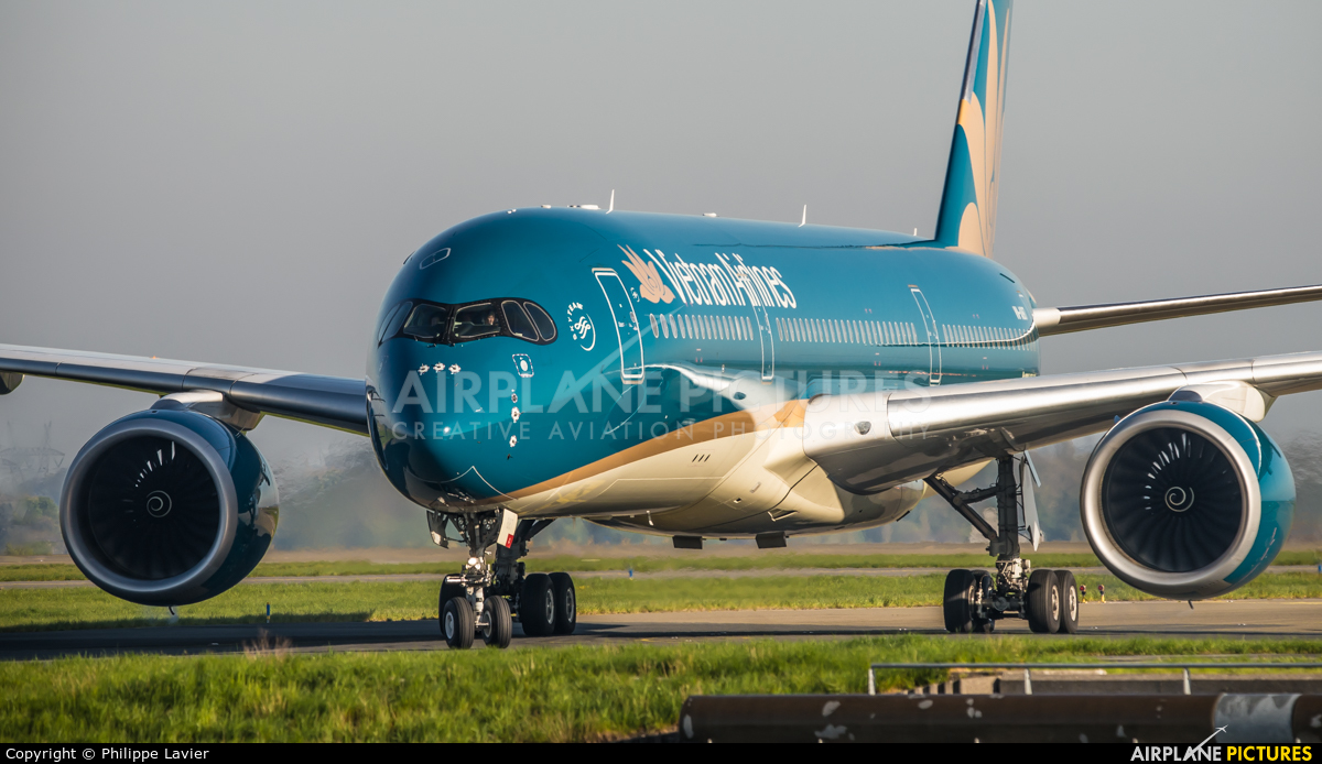 Vietnam Airlines VN-A887 aircraft at Paris - Charles de Gaulle