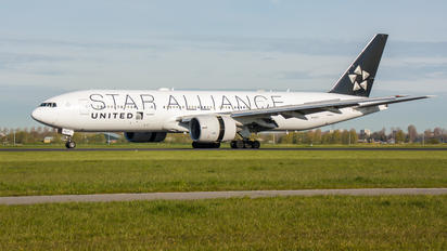N78017 - United Airlines Boeing 777-200ER