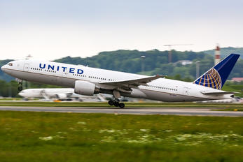 N775UA - United Airlines Boeing 777-200ER
