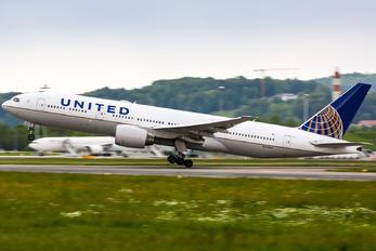 N775UA - United Airlines Boeing 777-200ER