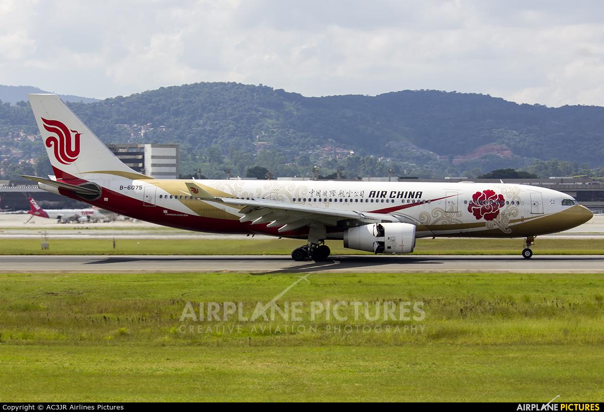 Air China B-6075 aircraft at São Paulo - Guarulhos