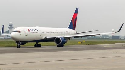 N394DL - Delta Air Lines Boeing 767-300ER