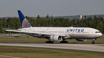 N774UA - United Airlines Boeing 777-200