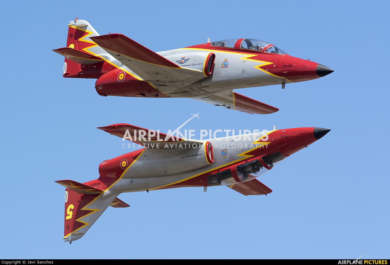Spain - Air Force : Patrulla Aguila E.25-13 aircraft at Zaragoza