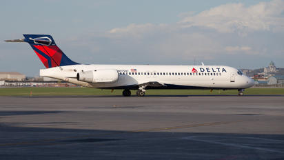 N975AT - Delta Air Lines Boeing 717