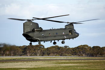 A15-152 - Australia -  Defence Force Boeing CH-47D Chinook