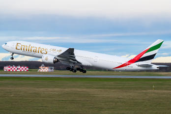 A6-EMP - Emirates Airlines Boeing 777-300
