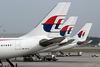 9M-MTH - Malaysia Airlines Airbus A330-300