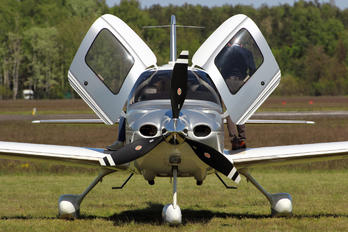 D-ECMR - Private Cirrus SR22