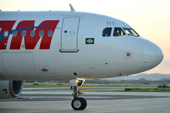 PR-MHY - TAM Airbus A320