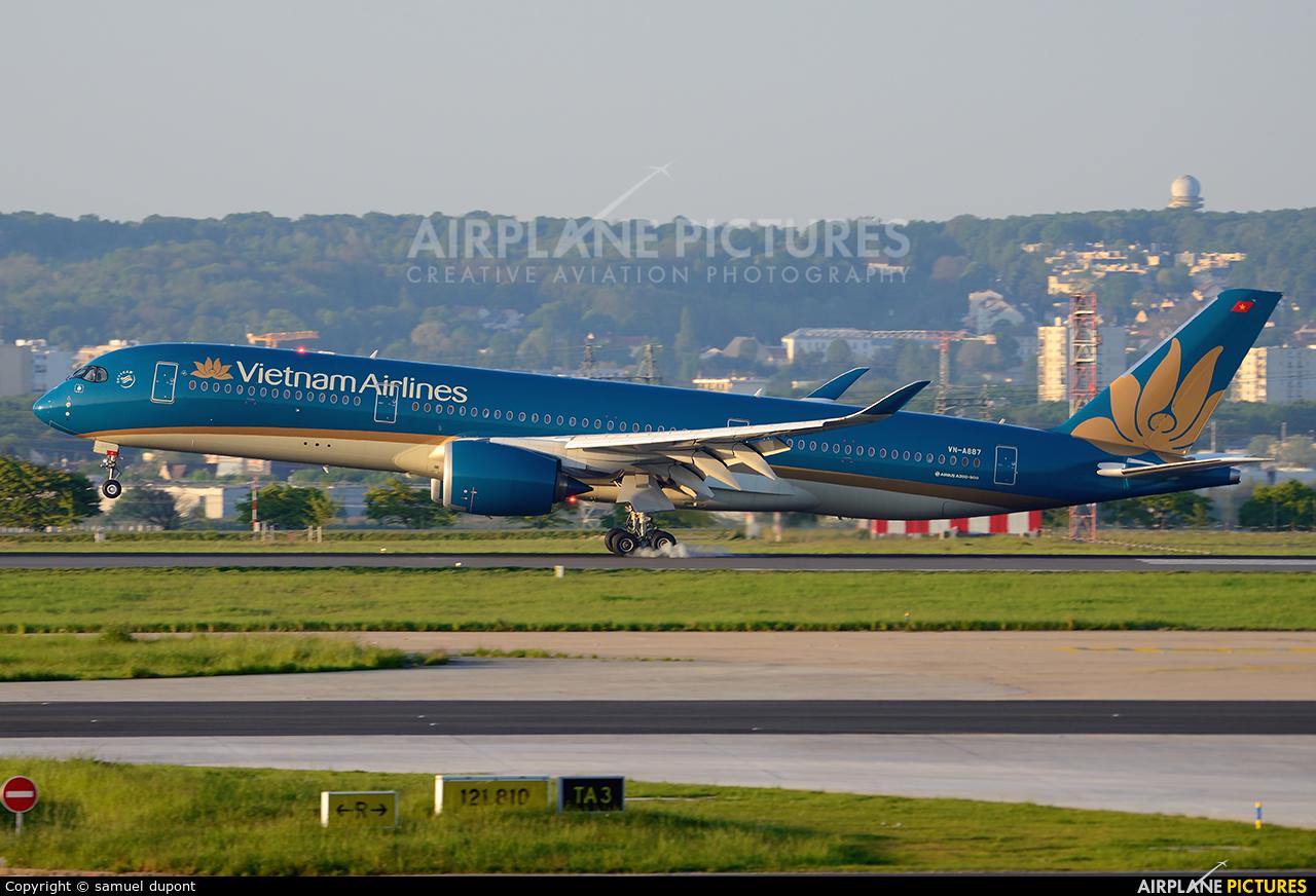 Vietnam Airlines VN-A887 aircraft at Paris - Charles de Gaulle