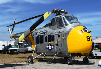 N37788 - Private Sikorsky UH-19B Chicasaw