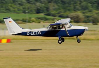 D-EEZW - Private Cessna 172 Skyhawk (all models except RG)