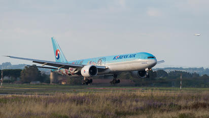 HL8216 - Korean Air Boeing 777-300ER