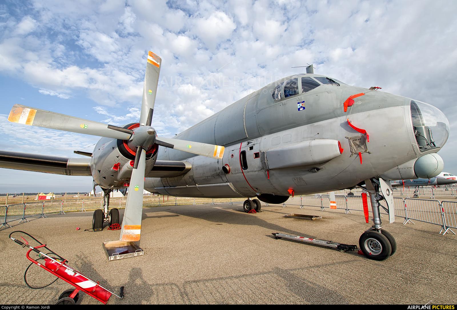 "Italy - Air Force ""Frecce Tricolori"" 2 aircraft at Istres - Le Tube"