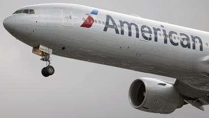 N735AT - American Airlines Boeing 777-300