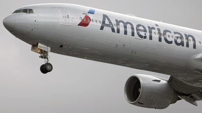 N735AT - American Airlines Boeing 777-300