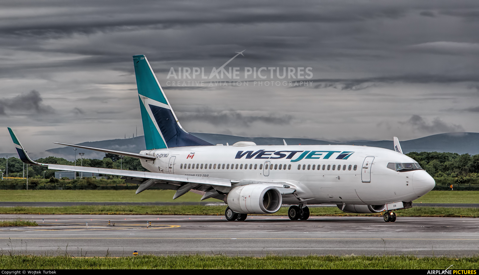WestJet Airlines C-GYWJ aircraft at Dublin